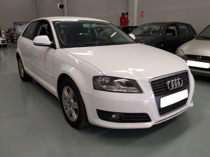 Audi A3 1.6 TDi 105 CV Attraction. Pocos Kms. Revisiones Selladas.