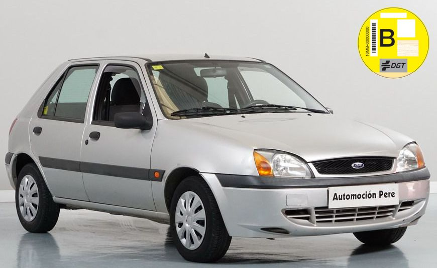 Nueva Recepción: Ford Fiesta 1.3i Trend. Único Dueño, Solo 32.000 Kms. Revisiones Selladas. Económico, Garantía 12 Meses.