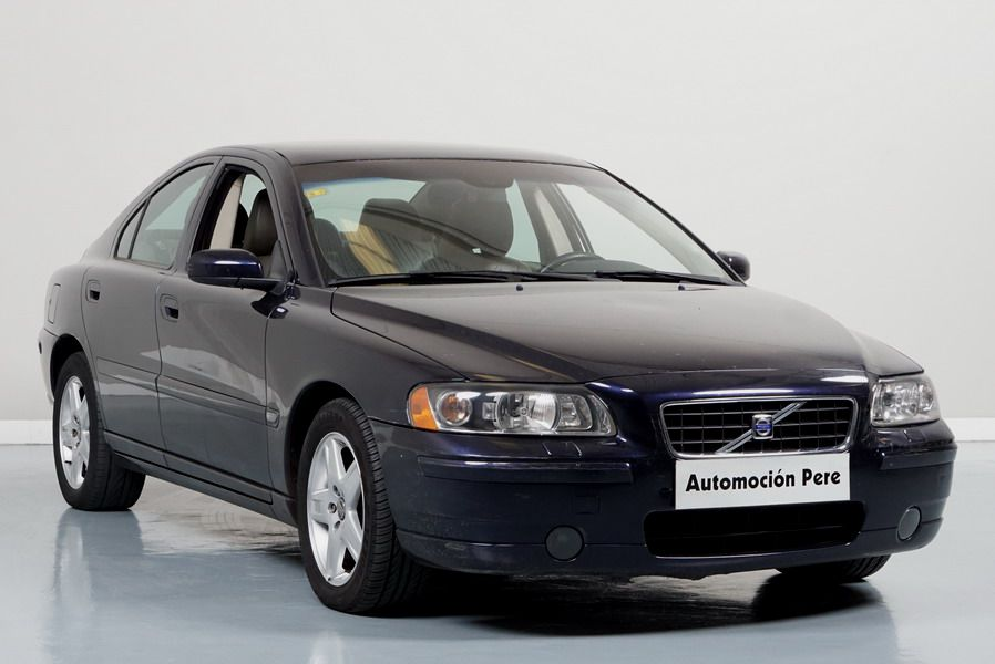 Nueva Recepción: Volvo S60 2.4D Aut/Sec Momentum. Pocos Kms. Revisiones Selladas. Equipado! Garantia 12 Meses.