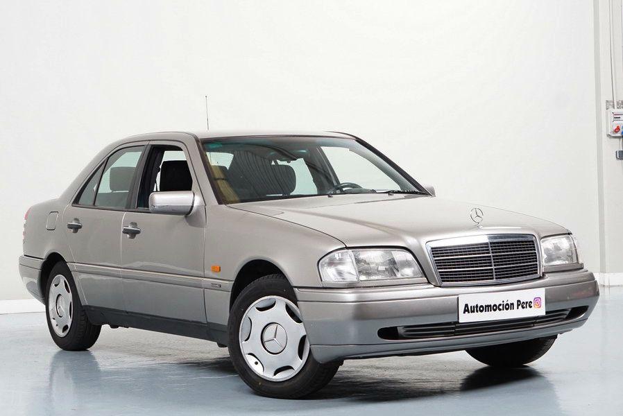 Mercedes-Benz C 180 Elegance Solo 71.137 Kms. Único Propietario. Revisiones Selladas.